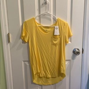 brand new with tag yellow hollister tee